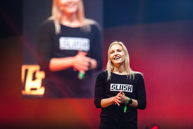 Maaliskuun jäsenillassa Slushin energinen toimitusjohtaja Marianne Vikkula