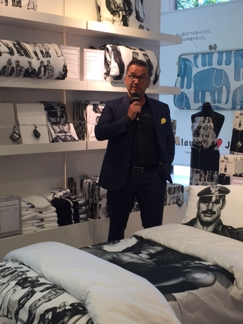 Jukka Kurttila kertoo Finlaysonin tarinaa taustallaan Tomppa-tuotesarja